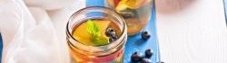 Broskvový zelený ledový čaj
