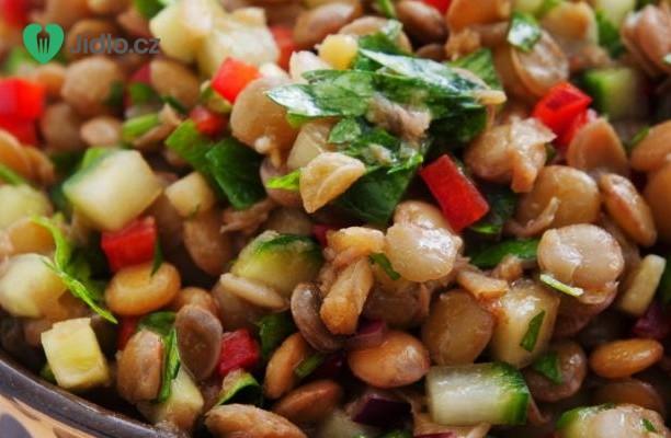 Čočkový salát s avokádem a sýrem feta recept