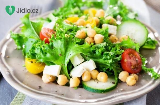 Řecký salát s cizrnou recept