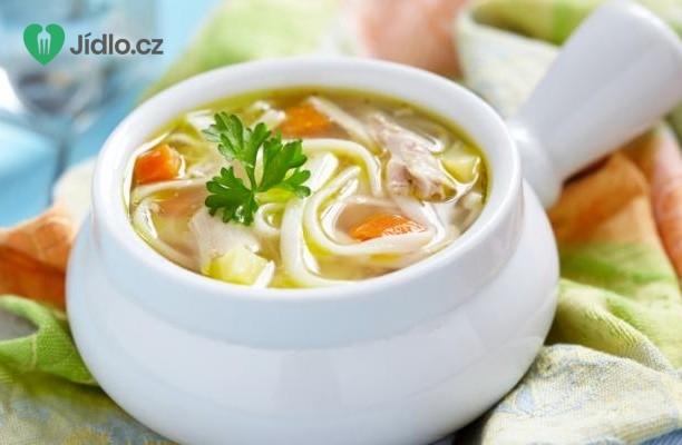 Asijská kuřecí nudlová polévka recept