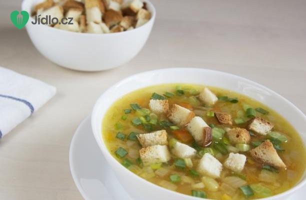 Celerová polévka s chlebovými krutony recept