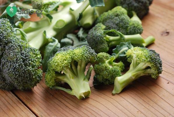 Čerstvý brokolicový salát se slaninou recept