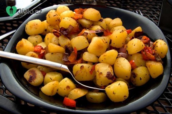 Dušené brambory s paprikou recept