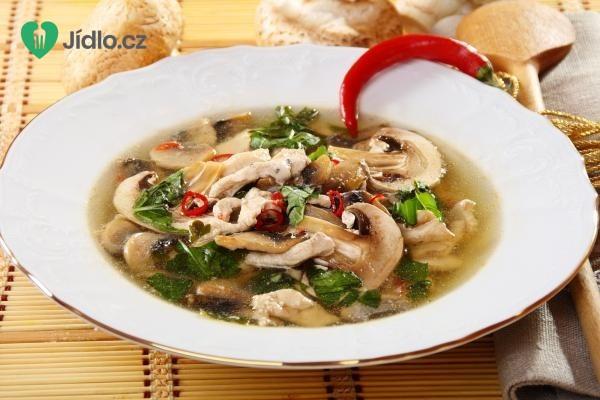 Houbová polévka s kváskem a chilli recept