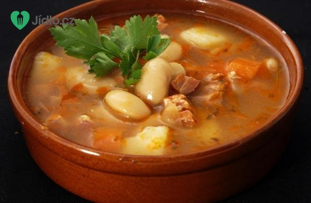 Hovězí polévka s fazolkami recept