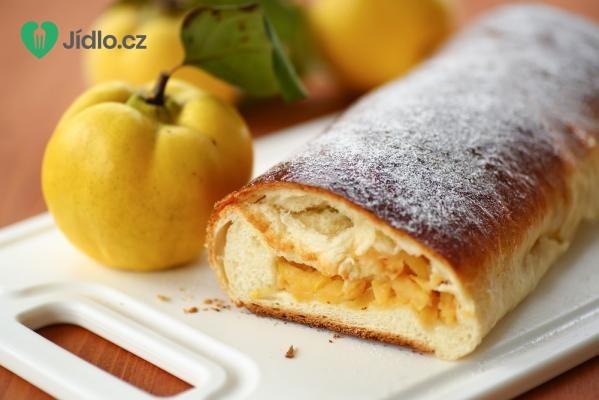 Jablečný závin z kynutého těsta recept