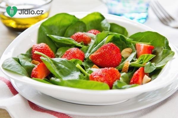 Jahodovo špenátový salát recept