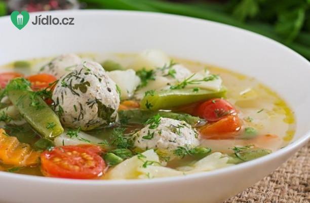 Jarní minestrone s kuřecími kuličkami recept