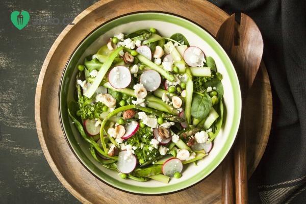 Jarní salát s chřestem recept
