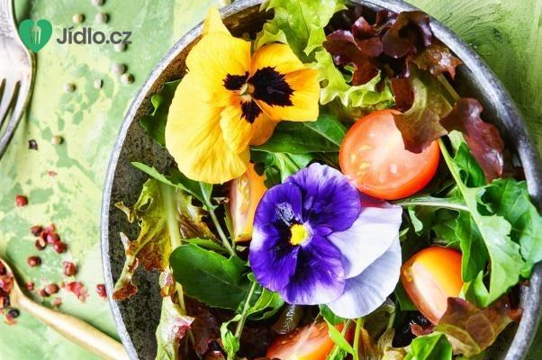 Jarní salát s jedlými květy recept