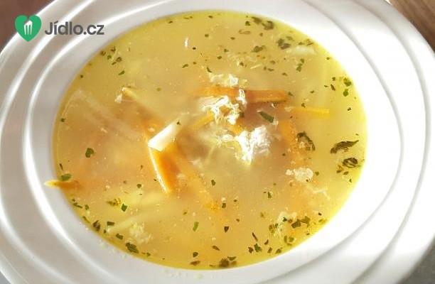 Jednoduchá kuřecí polévka recept
