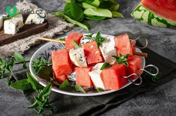 Jemné sýrové špízy s melounem recept