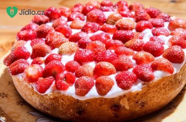 Jogurtový koláč s jahodami recept