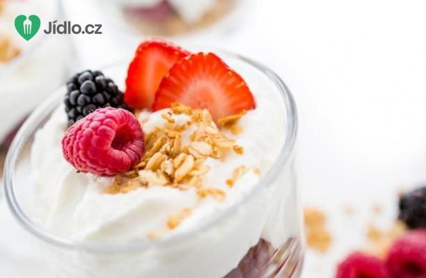 Jogurtový pohár s ovocem a cereáliemi recept