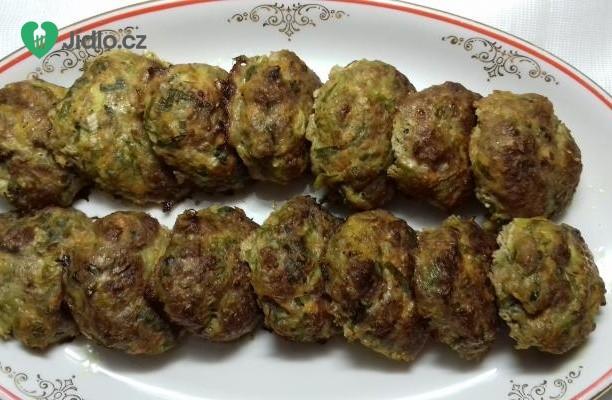 Karbanátky s mrkví a jarní cibulkou recept