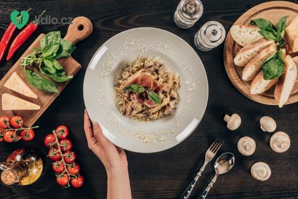 Konopné těstoviny se žampionovou omáčkou recept