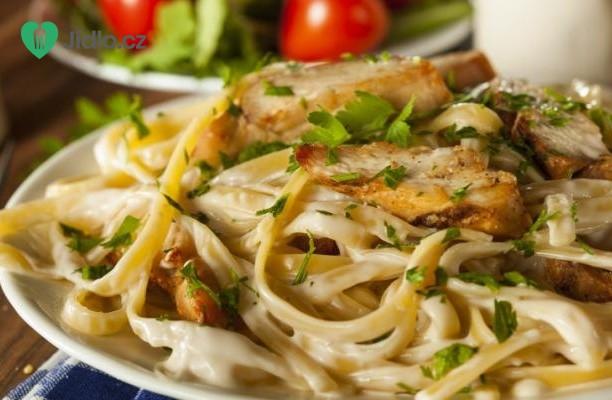 Kuře v omáčce Alfredo s těstovinami recept
