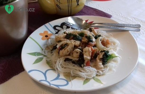 Kuřecí prsíčka se zeleninou s rýžovými nudlemi recept