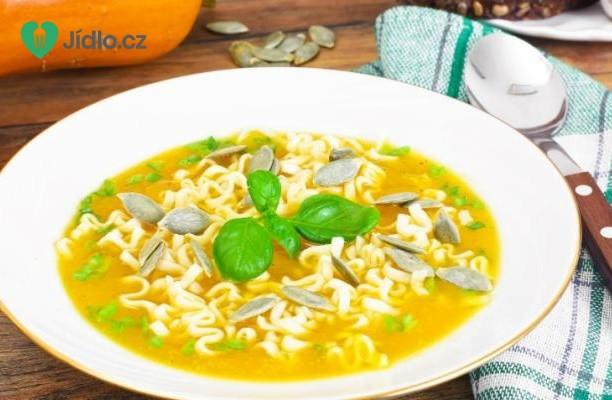 Letní dýňová polévka s těstovinami a parmezánem recept