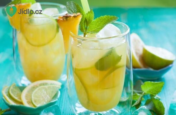 Letní punč z meruněk a ananasu s limetkou recept