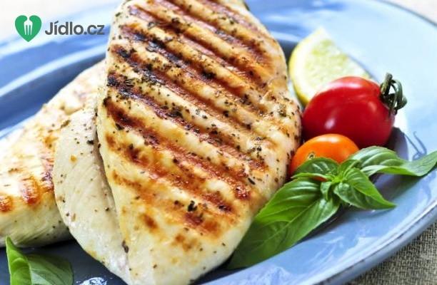 Marocká kořeněná kuřecí prsa na grilu recept