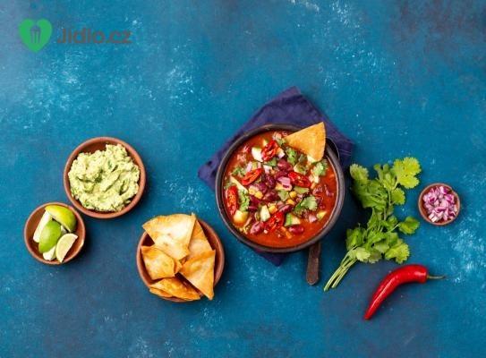 Mexická fazolová polévka s tortillou a avokádem recept