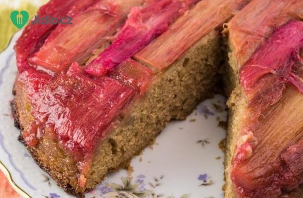 Obrácený rebarborový dort recept