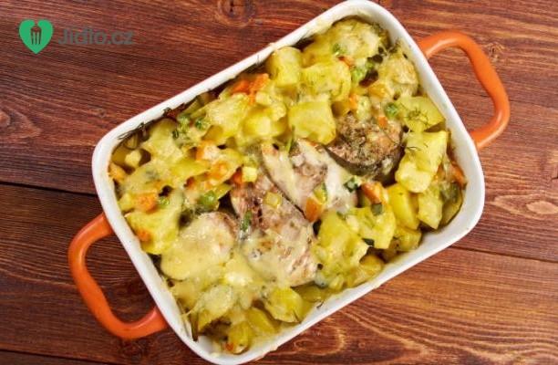 Recept Pečený losos s hráškem, bramborami a slaninou