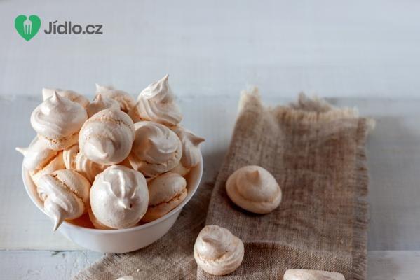 Pěnové pusinky s mandlemi recept