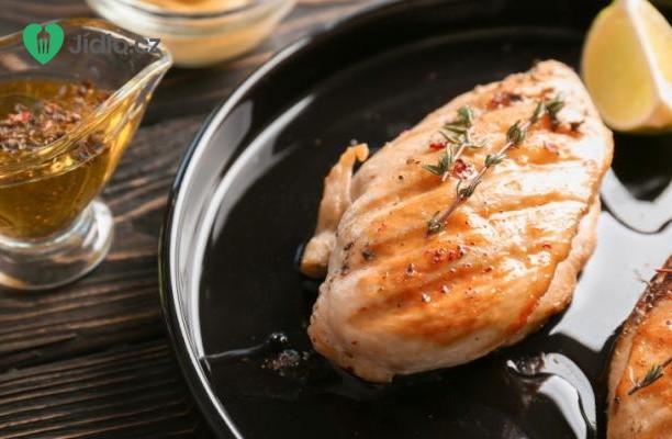 Pikantní  kuřecí maso s broskvovou marinádou recept