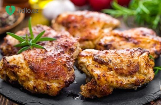 Pikantní kuřecí stehna s česnekovou rýží recept