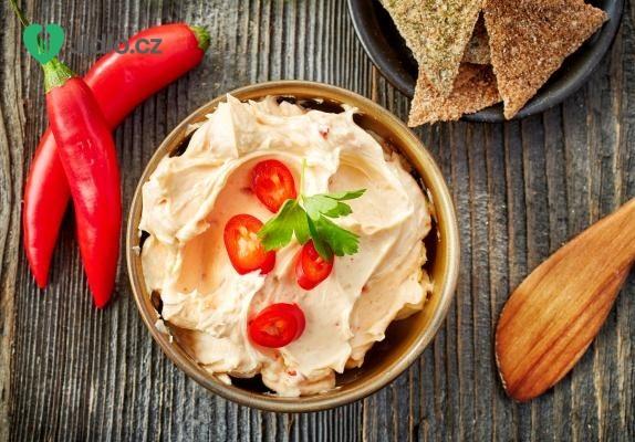 Pikantní sýrová pomazánka recept