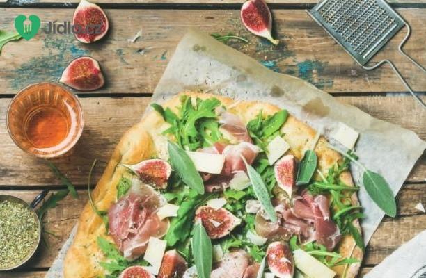 Pizza s fíky a plísňovým sýrem recept