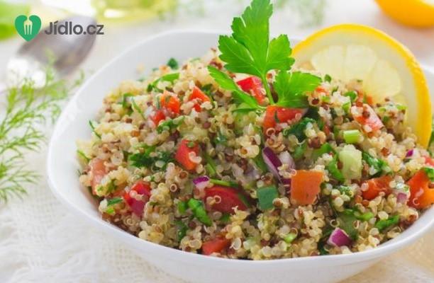 Quinoa s lískovými oříšky, jablkem a  brusinkami recept