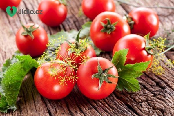 Rajčatový salát s divokými bylinkami recept