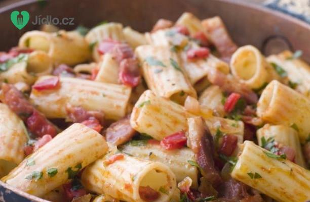 Rigatoni s pikantním  salámem recept