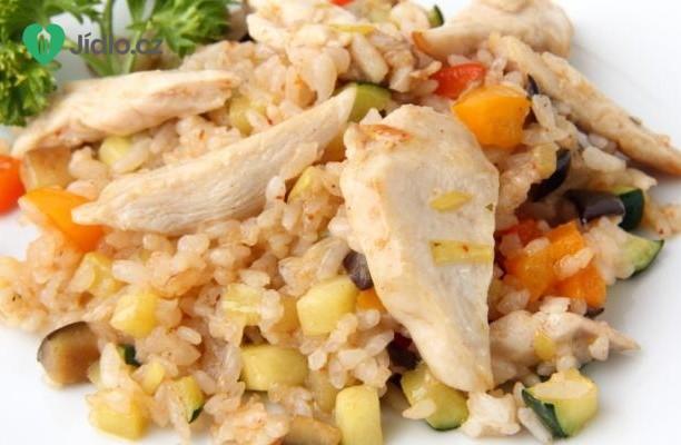 Salát s rýží a s marinovanými kuřecími kousky recept