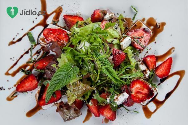 Salát s jahodami a sýrem feta recept