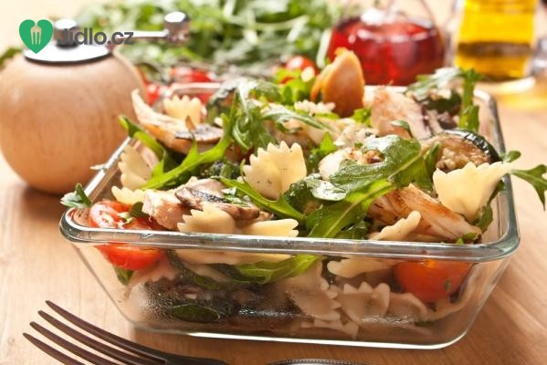 Salát s těstovinami a masem recept