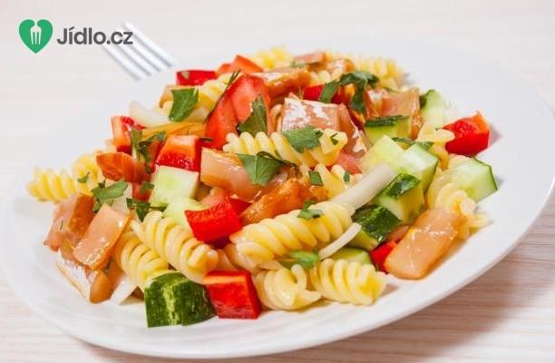 Skvělý těstovinový salát se zeleninou a masem recept