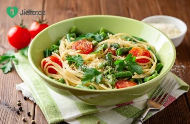 Těstovinový salát s čerstvým hráškem a rajčaty recept