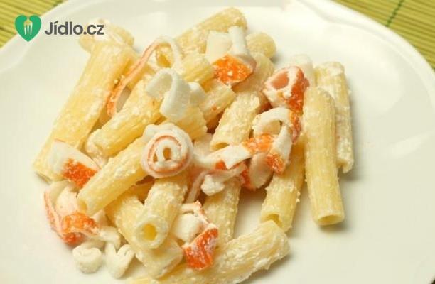 Recept Těstovinový salát s krabími tyčinkami