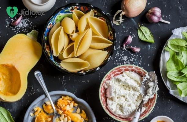 Těstoviny s dýní, sýrem  Ricotta a s bazalkou recept