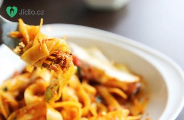Těstoviny s pečenou paprikou a kozím sýrem recept