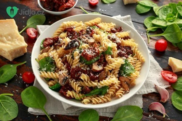 Těstoviny s domácím pestem ze sušených rajčat recept