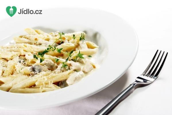 Těstoviny s kuřetem a sýrovou omáčkou Alfrédo recept