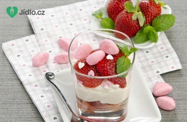 Tiramisu s jahodami ve sklenicích recept