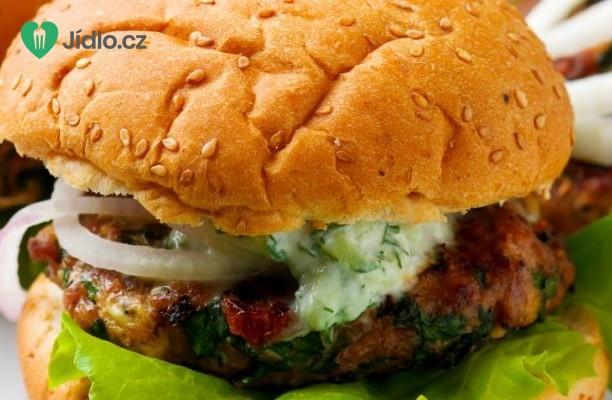 Turecké hamburgery s omáčkou tzatziki recept