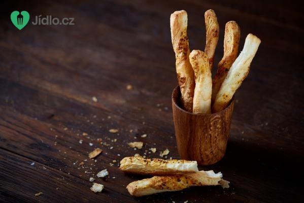 Tyčinky z listového těsta se sýrem a uzeným masem recept