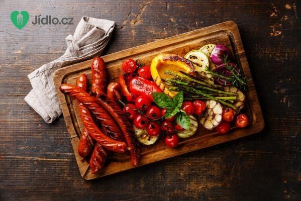 Vepřové klobásky na zelenině recept